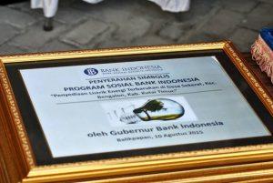 Penyerahan simbolis program sosial Bank Indonesia. Foto: dok. pribadi