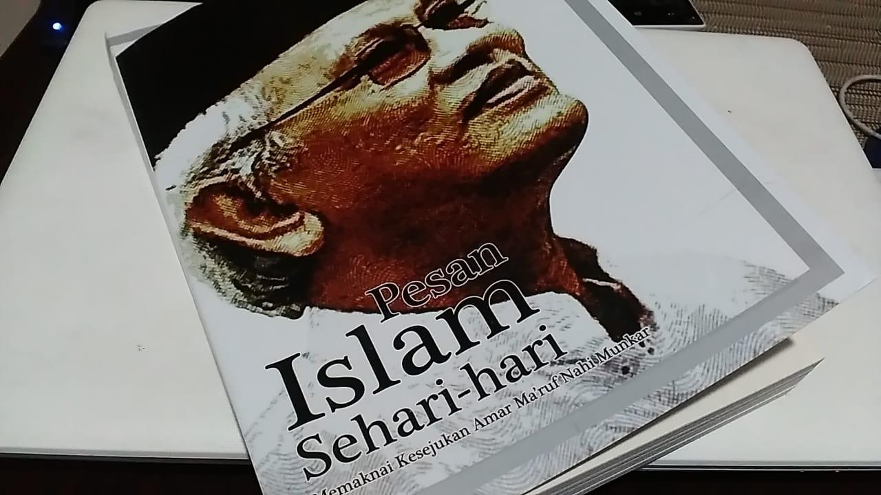 Buku Pesan Islam Sehari-hari. Kumpulan tulisan KH Ahmad Mustofa Bisri. Foto: dok. pribadi