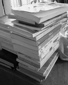 Tumpukan buku si sulung. Foto: dok. pribadi
