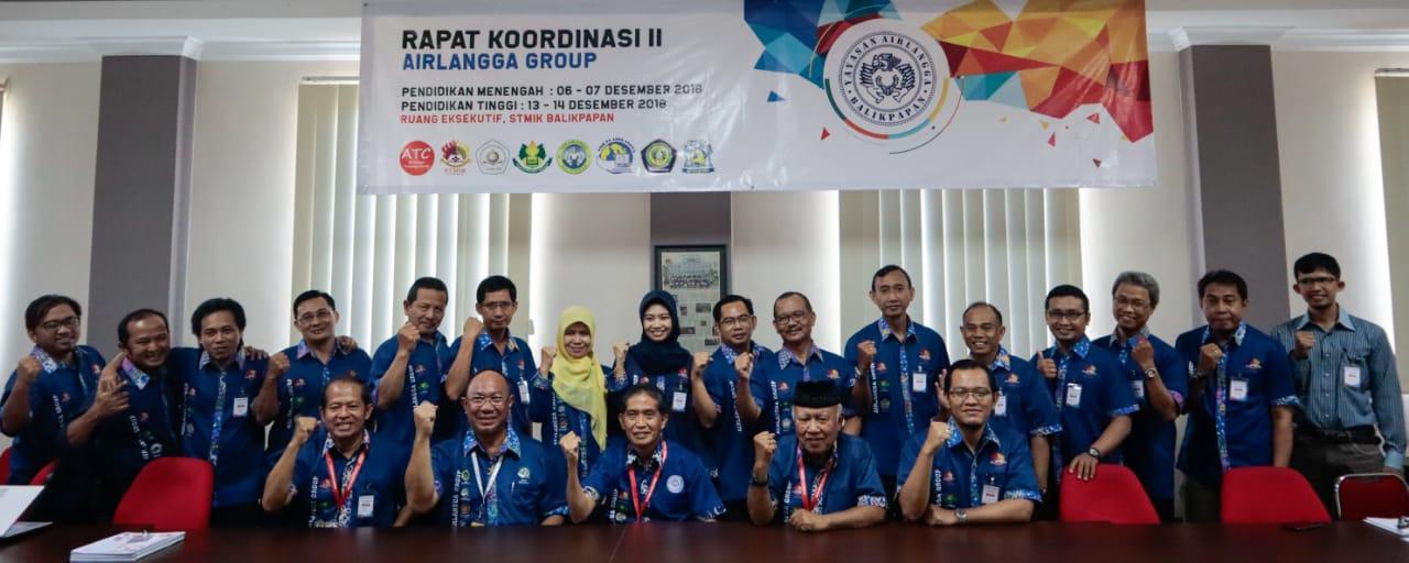 Tim STMIK Balikpapan bersama Yayasan Airlangga di hari pertama, Kamis (13/12). Foto: panitia