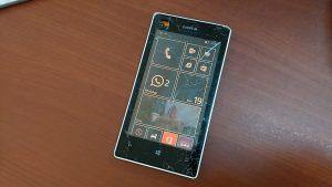 Windows Phone Lumia 520 yang ancur layarnya tapi masih oke jalan deh ya. Foto: dok. pribadi