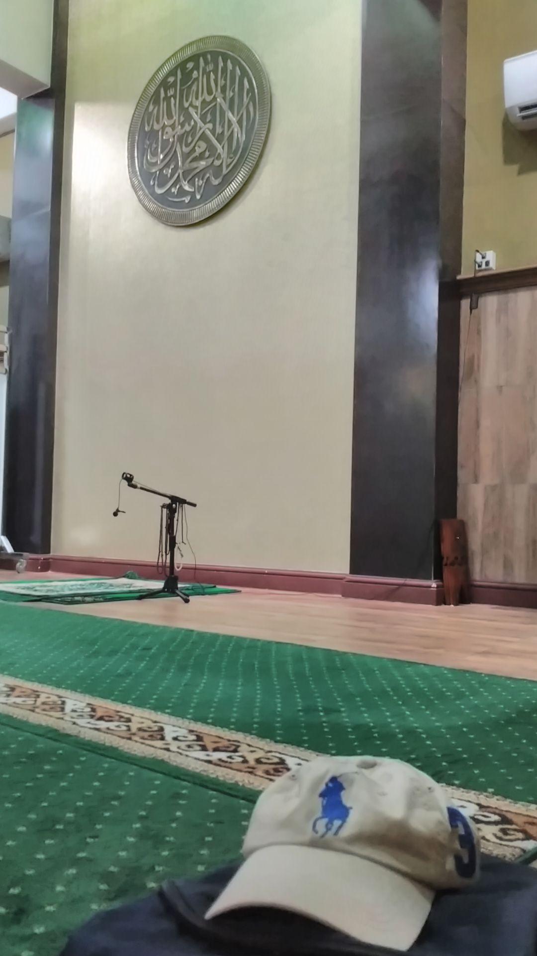 Suasana di dalam Masjid Diponegoro Lantai 1. Foto: dok. pribadi