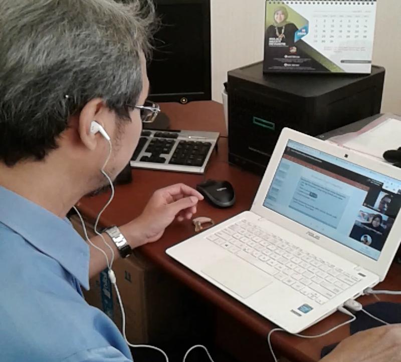 Saat pembelajaran daring synchronous menggunakan Google Meet, Selasa (17/3). Foto: dok. pribadi